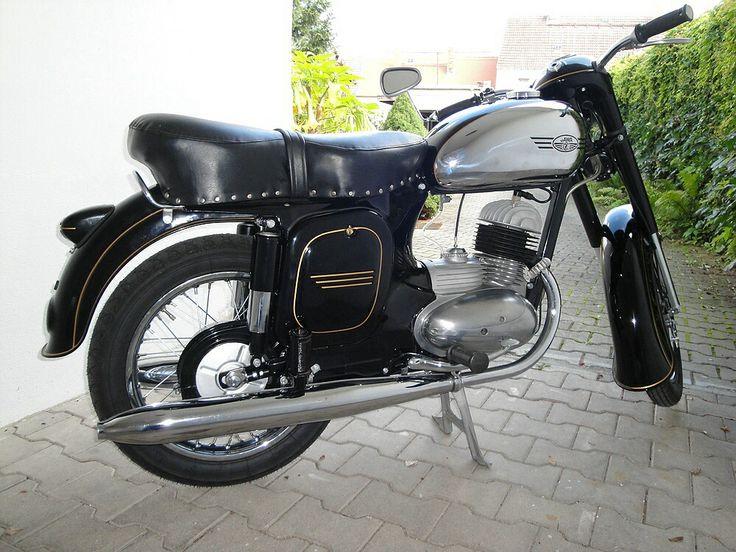 Jawa 175 Typ 356    Baujahr 1956 bis 1961  Motor: Einzylinder Zweitakt  Hubraum: 171,7 ccm  Bohrung/Hub: 58 x 65 mm  Leistung: 6,5 kw (9,6 PS) bei 5000 U/min  Höchstgeschwindigkeit: 90 km/h  Gewicht: 115 kg  Sekundärkette: 1/2 x 5/16 120 Glieder  Übersetzung: 47/16 Zähne  Bremsbacken: 140 mm / 35 mm  Felgen: vorn 1,60x16 / hinten 1,85x16  Bereifung: vorn 3.00x16, hinten 3,25x16