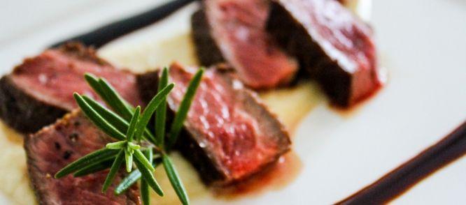 Biefstuk- Rode Wijnsaus- Knolselderijpuree recept | Smulweb.nl