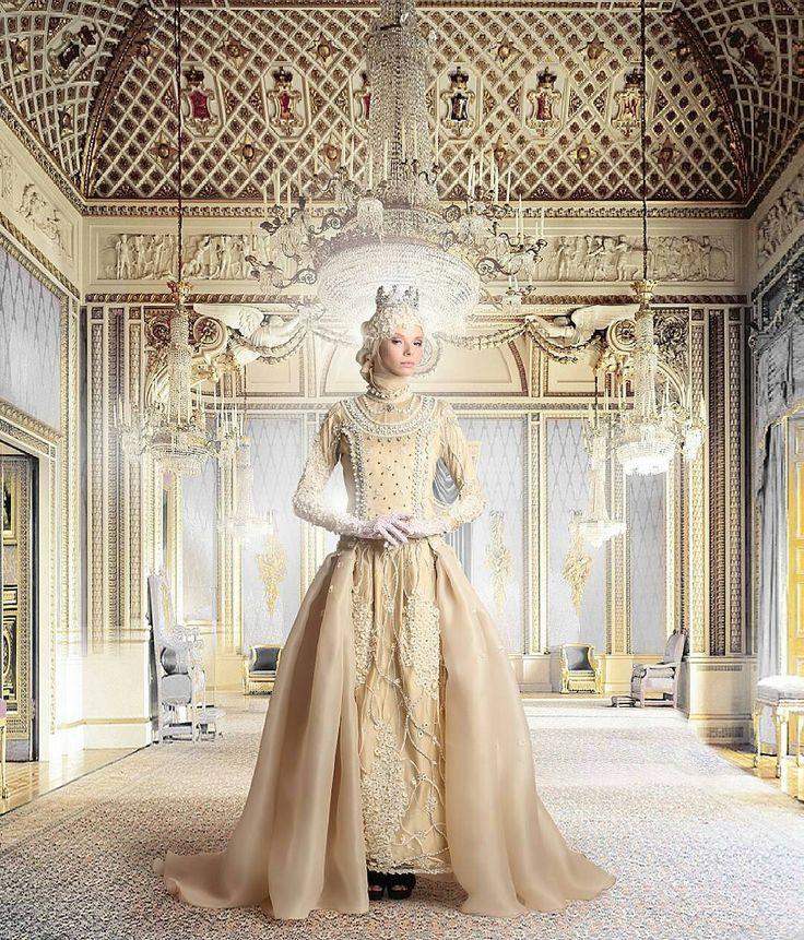 muslimweddingideasWhat a dress!! This regal, golden wedding dress is specially designed for the hijabis ♥ By the amazing Indonesian designer @rasya_shakira