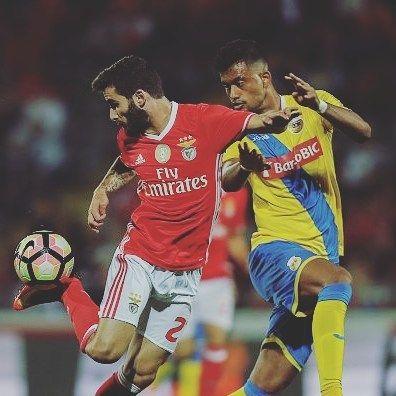 """Segundo a BTV Rafa vai fazer hoje exames para se perceber a gravidade da lesão. A confirmar-se a lesão, Rafa é já a 4 baixa de peso no ataque..😶 QUE ALGUM RECUPERE🙏 """"E os Deuses do futebol  que estejam agora com o nosso Benfica* Vamos embora, rapaziada""""⚪🔴 ➡HONRAR O BENFICA NA EUROPA⚪🔴⚪🔴 #CarregaBenfica #vamosàluta #RoadToCardiff #UCL #SLB #HonremACamisola #BenficaMCMIV #ÀConquistaDaEuropa #HonremOsAsesQueNosHonraramOPassado"""