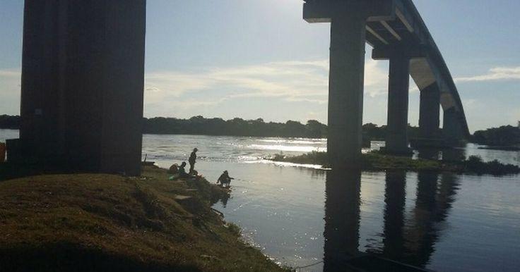 Busca por caminhoneiro que caiu em rio de MS já está no terceiro dia
