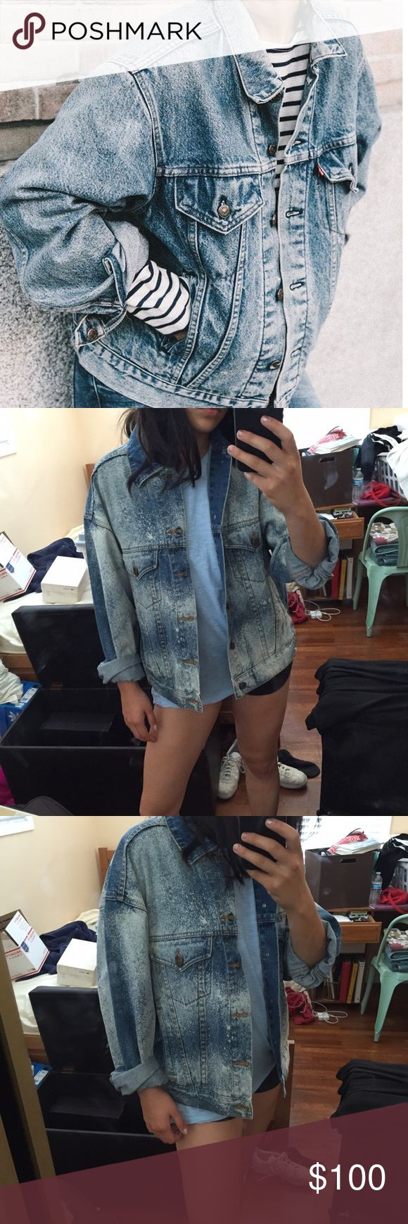 """Vintage Oversized Denim Jacket Will fit a size 4-6 for an over sized denim jacket look • I am 5,7"""" and a size 4/27 for reference and this jacket fits me well • patch on the back reads """"Horseshoe Casino Hotel"""" • purchased from vintage store Hourseshoe Jackets & Coats Jean Jackets"""