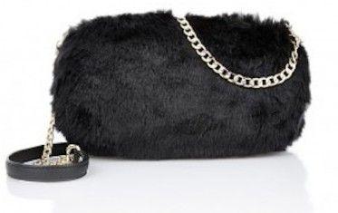 Pochette nera in pelliccia da party invernale. Disponibile anche in beige. Prezzo 75,00 euro