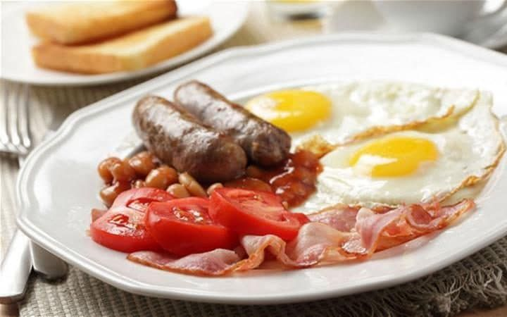 The full English breakfast, a.k.a. 'a fry up'. Sausage, egg, bacon, baked beans and tomato are the main staples