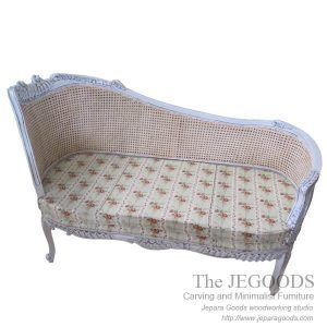 Jegoods Woodworking Studio produced antique shabby painted furniture. Sofa Love Seat Rustic Shabby Creative Color Furniture Indonesia export wholesale.
