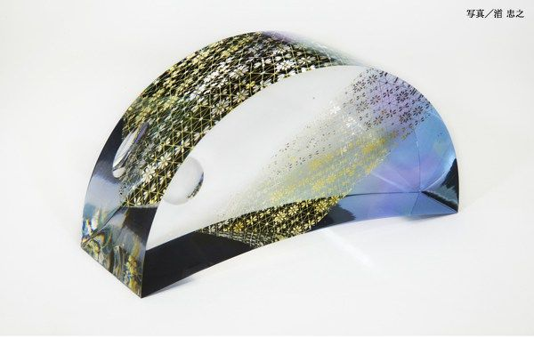 Japanese Kirikane glass artist, Akane Yamamoto