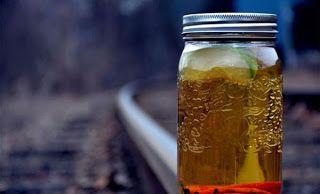 ΚΟΝΤΑ ΣΑΣ: Τους σκότωσε σπιτικό ποτό – Δεκάδες νεκροί από δηλ...