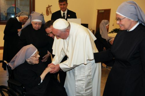 Pope Francis made surprise stop at Little Sisters of the Poor to show support :: Catholic News Agency (CNA)