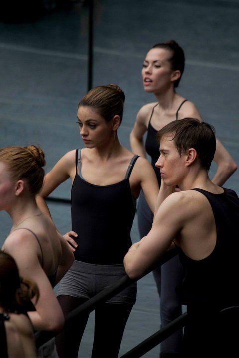 Mila Kunis ballet practicing in Black Swan