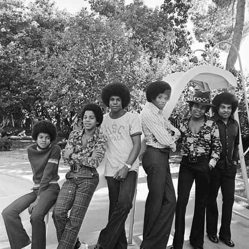 The Jackson Men in this 70's throwback. L-R Michael, Marlon, Jermaine, Jackie, Tito, and Joe Jackson.