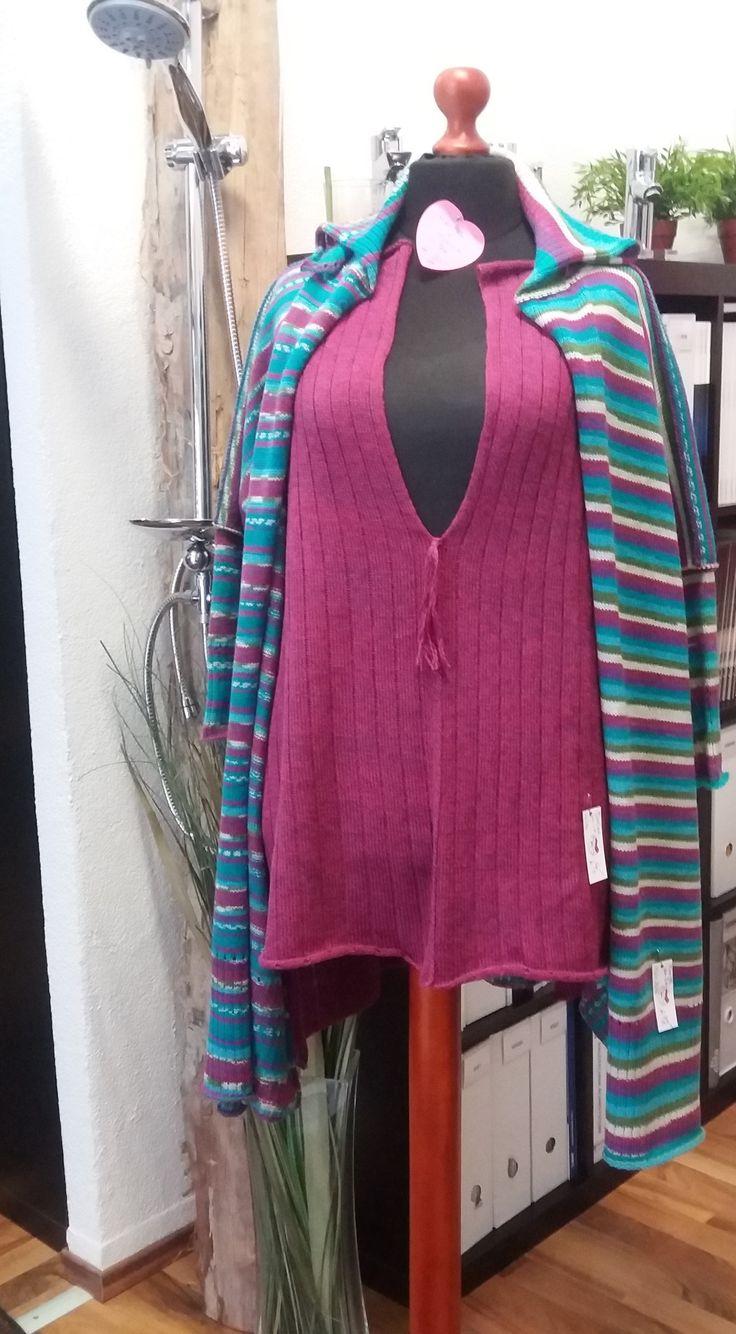 """TUNIKA - LONGPULLI im modischen Oversized-Look in pink lila meliert  aus dünner, qualitativer Schurwolle (75%) mit Kunstfaser (25%) namhafter Wollhersteller,  die Liebe zum Detail zeigen die kontrastfarbigen Außenziernähte und das Lochmuster beim Bündchen Größe: für S/M oversized – für L/XL """"normal"""" (die Puppe ist Gr 48/50) Maße: Breite 80 cm Länge 85 cm vorne - 80 cm hinten (einfach gemessen) UNIKAT - der dazupassende Mantel ist extra erhältlich - im Set günstiger"""