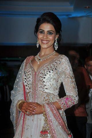 Genelia D'Souza Wedding Pictures, Genelia D'Souza Makeup, Natural Looking Makeup   Vogue INDIA