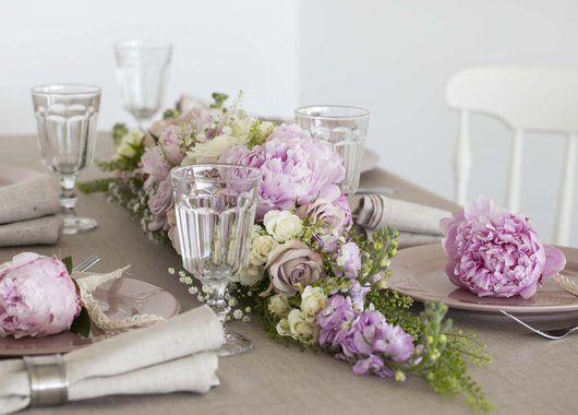 Konfirmasjon er en festdag det er hyggelig å gjøre litt ekstra ut av bordpyntingen. Vi gir deg tips til hvordan du kan pynte et vakkert konfirmasjonsbord.