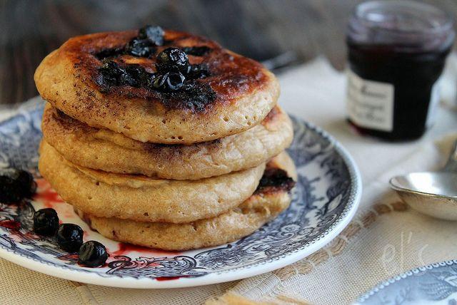 Recette pancakes complets aux myrtilles, à essayer pour le petit déjeuner.  Pancakes complets aux myrtilles   Emilie and Lea's Secrets