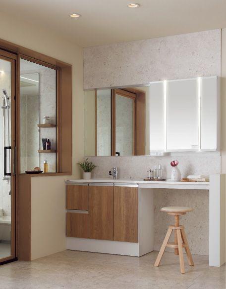バスルームとカラーコーディネイト。空間に統一感のあるワイドカウンタープラン。
