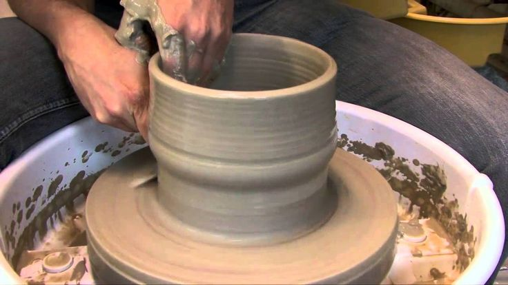 Tallie's crowdfunding presentation video where she explain her background and how she came up with the idea to create Turning Ground Ceramics.
