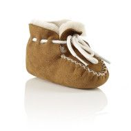 Aussie Boots Australia- It's available only at aussie products.The birthplace of Aussie boots is australia. This gorgeous boots style has originated in Australia.