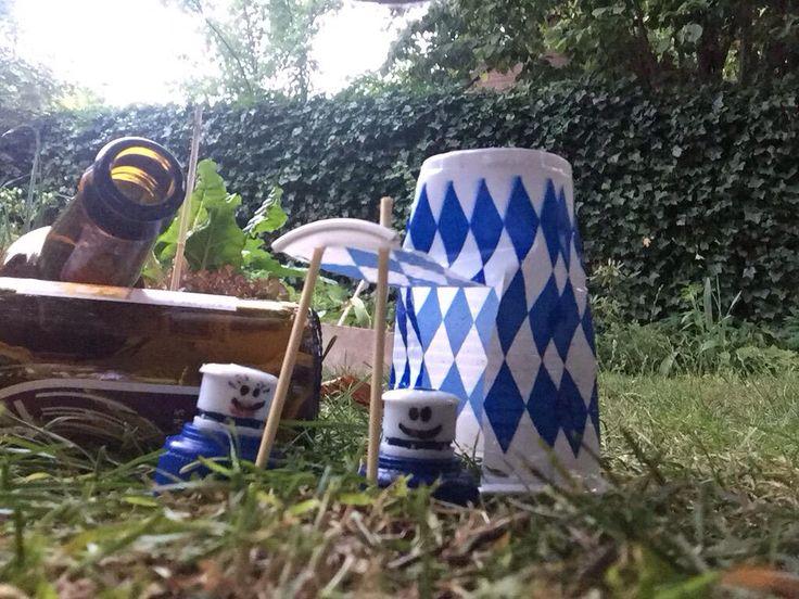 Oprichters van Fanclub Zwerfie Dop gingen kamperen. Maakte iets teveel herrie (dronken iets teveel bier)