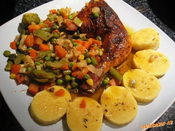 Kuře na mochovské zelenině s bramborovým knedlíkem