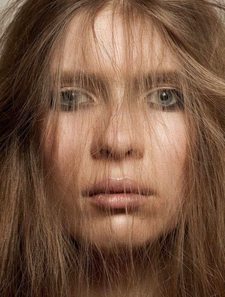 model: Henia