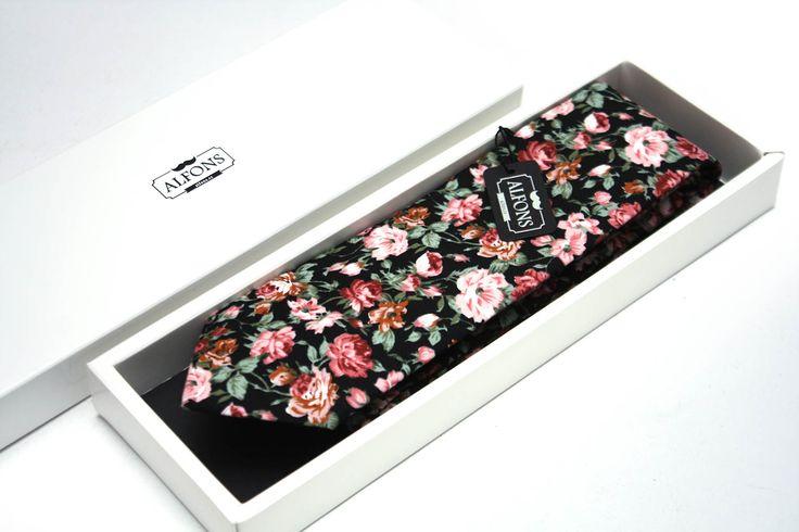 Černá kravata s květinovým motivem Alfons.cz