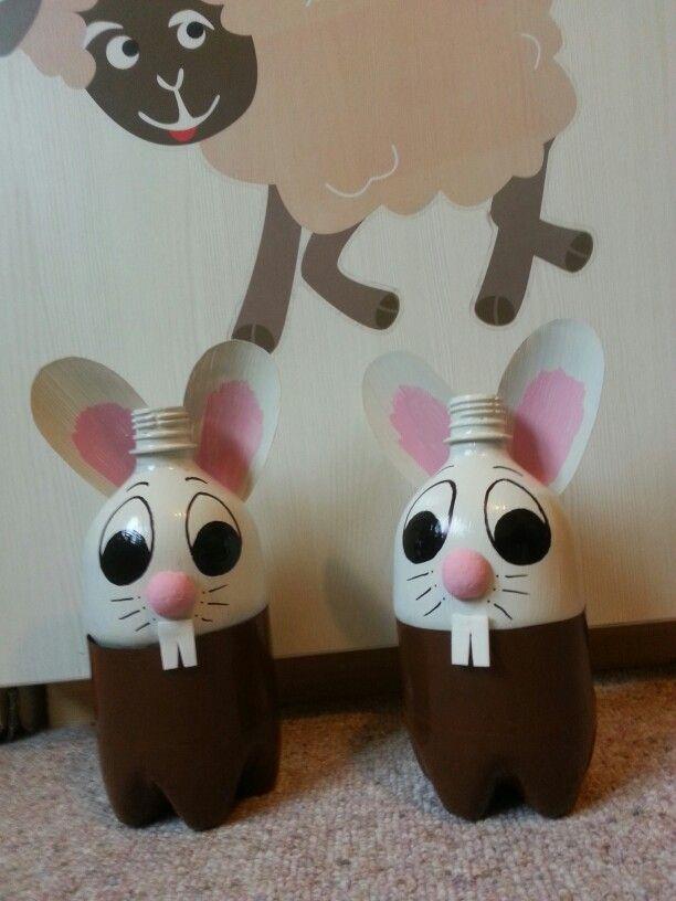 Lapin fait avec bouteille en PET. Rabbit made with plastic bottles
