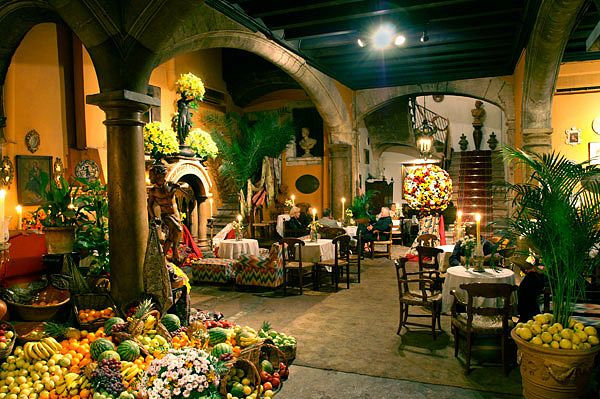 Abaco Bar in #Palma - What a fantastic and totally weird place! An old palace and courtyard converted into a bar- and filled with fruit! Very lavish and baroque, and the cocktails are HUGE! Upstairs where the toilets are you can snoop around the palace rooms - no locked doors here!