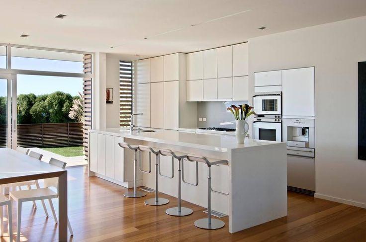 Op maat gemaakte Poggenpohl keuken met kookeiland en ontbijtbar