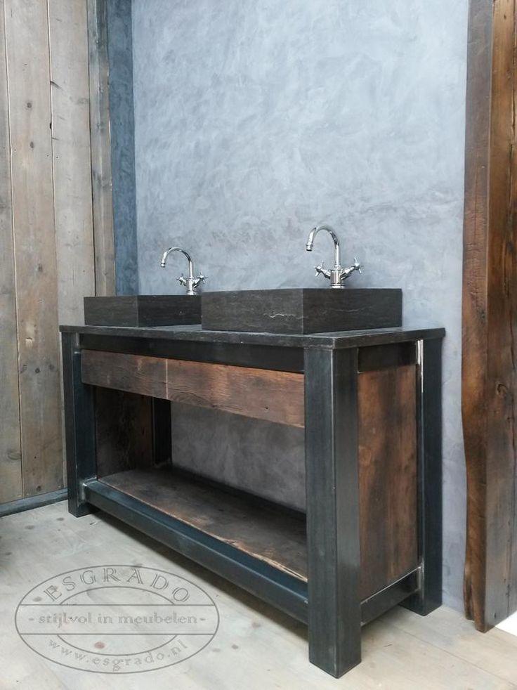 Foto: Mooi badkamermeubel van oud eiken en stalen poten. . Geplaatst door Ineke-de-Jong op Welke.nl