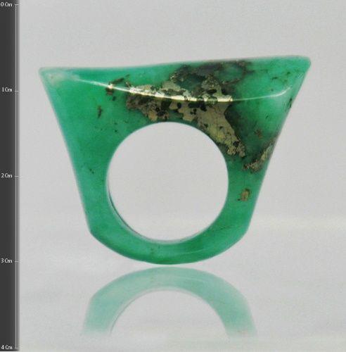 Anillo de esmeralda tipo morralla combinada con pirita y calcita (Talla 4 ¾). RE004 Precio COP  $1´053.000 Contactanos www.makla.co. Ring / Colombian Emerald