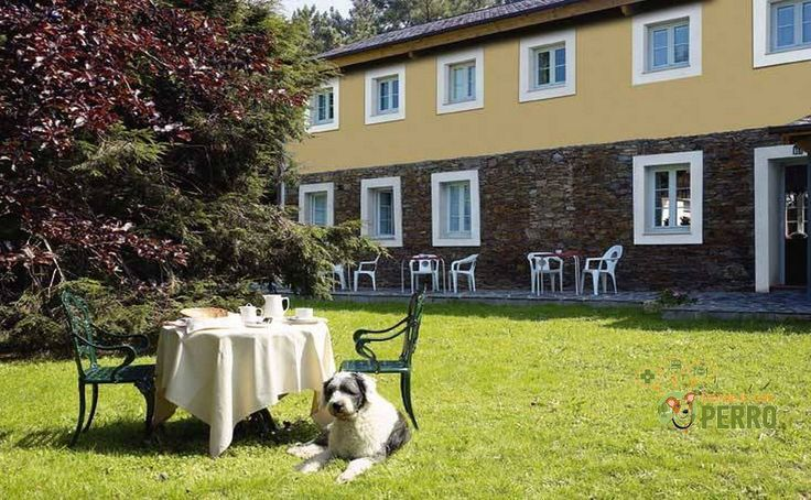 La Casa del Burrero es un pequeño hotel rural en el concejo de Castropol, Occidente de Asturias, en la Reserva de la Biosfera de Oscos Eo y Terras de Burón.