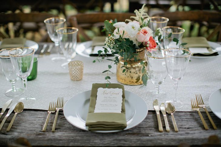 La Tavola Fine Linen Rental: Chuck Natural Table Runner with Nuovo Light Olive Napkins | Photography: Kristyn Hogan, Planning: Sage Nines Event Production, Rentals: Liberty Party Rental and Visual Elements