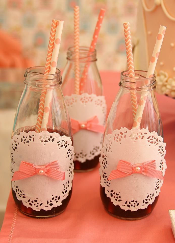 Garrafinhas de vidro vintage #garrafas #festa #personalizadas #decoradas #garrafinhas #suco #canudos #ideias #garrafinha #aniversario