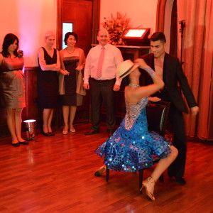 dansatori evenimente http://www.stop-and-dance.ro/blog/2013/07/dansatori-evenimente-cum-sa-iti-faci-petrecerea-speciala/