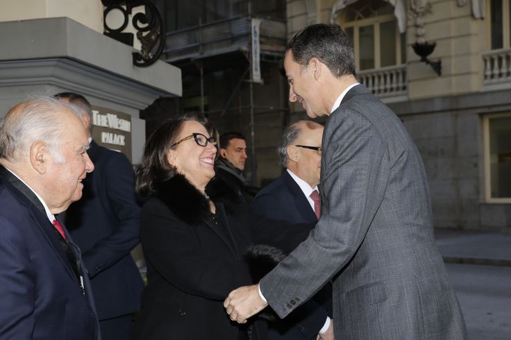 Don Felipe recibe el saludo de la secretaria general Iberoamericana, Rebeca Grynspan. Hotel Westin Palace. Madrid, 19.02.2016