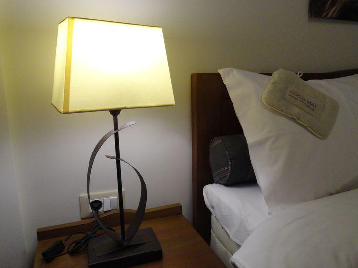 Λεπτομέρεια φωτισμού από τα δωμάτια του Hotel Rodovoli. (Konitsa, Epirus, Greece)