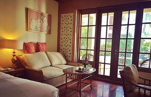 WEBSTA @ valentin.ayupov - Номер отеля выполнен в балийском стиле с оттенком современного дизайна и всеми удобствами. После изнурительного путешествия по Яве такие покои в самый раз. Сервис просто на высоте. Система кондиционирования просто ураган, забыл отключить на ночь, утром проснулся ледышкой. 😬❄️😆 #ayodyaresort #ayodyabali #hotel #number #room #luxury #balistyle #modern #bali #indonesia #travel