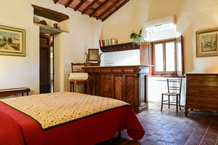 Room M at fagiolari is a large double room with bathroom and the typical Tuscan furniture. #room #tuscany #italy #chianti