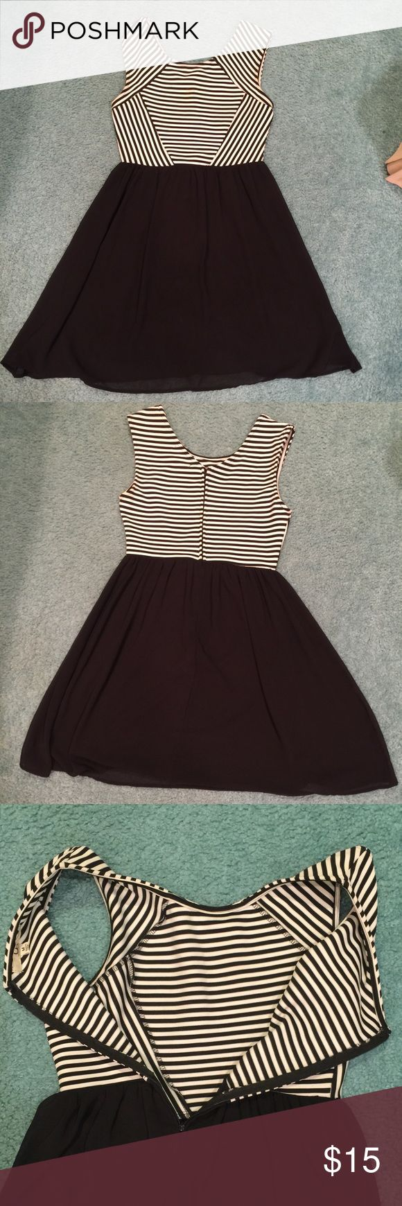 Black and white sundress size M Black and white sundress size M. Very good condition. Great for any occasion. Dresses Maxi