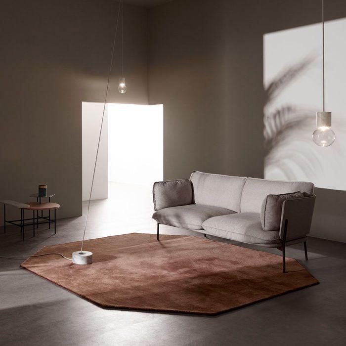 Mit der Moor Rug-Serie beabsichtigten die Designerinnen von All the Way to Paris sich auf das, was einen Teppich ausmacht zu konzentrieren:  Form,  Farbe und Struktur.