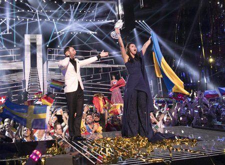 """Джамала тріумфально перемогла на пісенному конкурсі """"#Євробачення-2016"""" #Eurovision #Ukraine http://tsn.ua/glamur/dzhamala-triumfalno-peremogla-u-yevrobachenni-2016-648565.html …"""