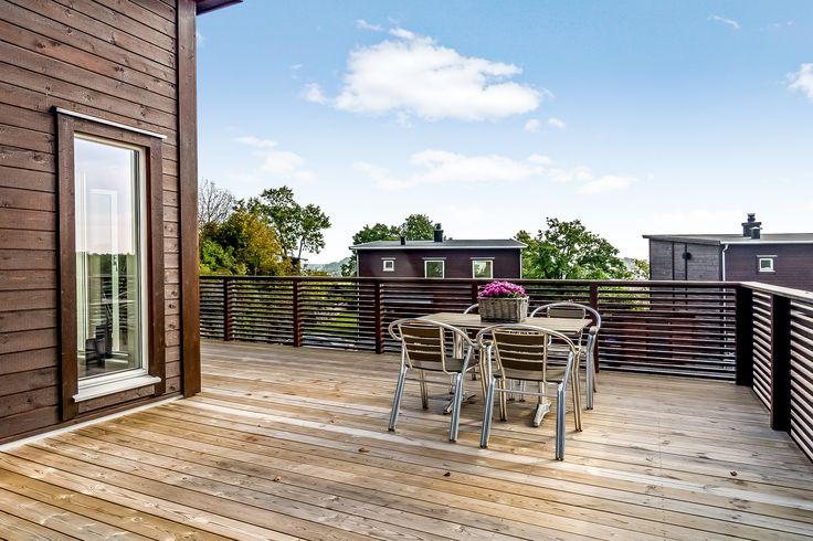 Den store verandaen utvider boligens plass på sommerhalvåret!