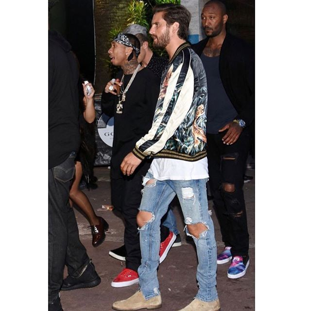 Scott Disick - Saint Laurent Brown Eagle & Tiger Teddy Jacket ($2,690)▪️Fear of God Selvedge Jeans ($895)▪️Common Projects Chelsea Boots ($530). #scottdisick#disick#tyga#traww#kingin#saintlaurent#saintlaurentparis#streetwear#streetstyle#streetfashion#mensfashionweek#fashionkilla