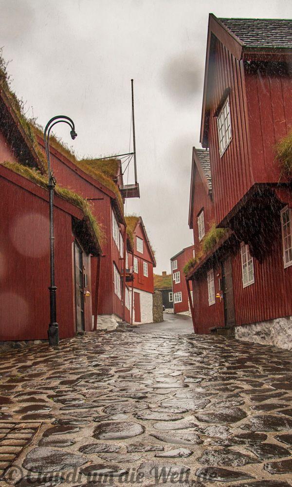 Citywalk through Torshavn, Capital of faroe Islands - travelblog  http://www.claudiumdiewelt.de/faroer-torshavn-fotos.html
