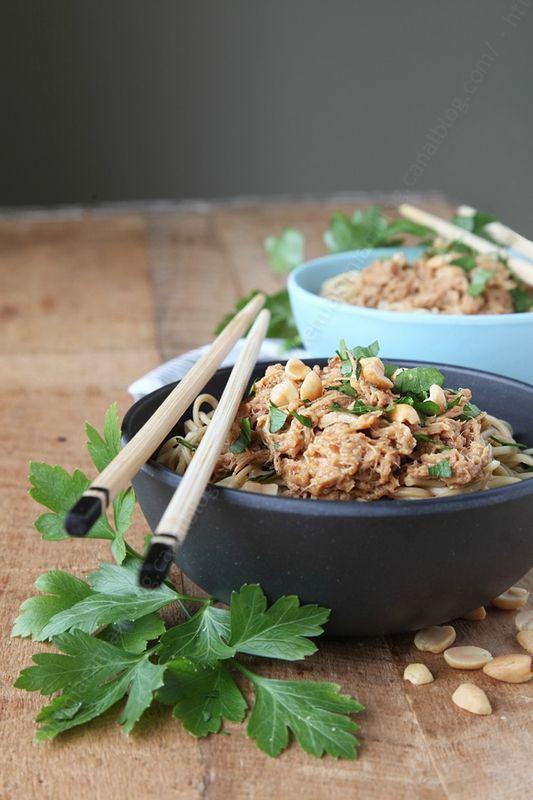 Effiloché de poulet sauce thaïe aux cacahuètes