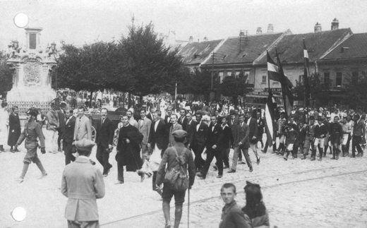 A Mária-oszlophoz érő tüntetők (1921. augusztus 29.)