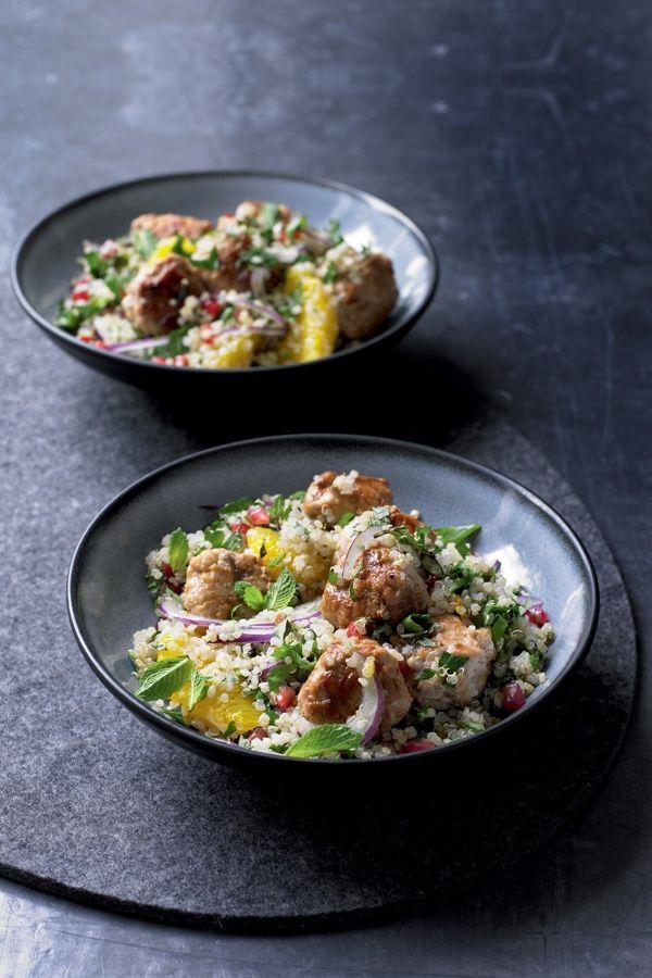 Snelle maaltijd: Harissaburgers met quinoa. Recept op elleeten.nl   ELLE Eten