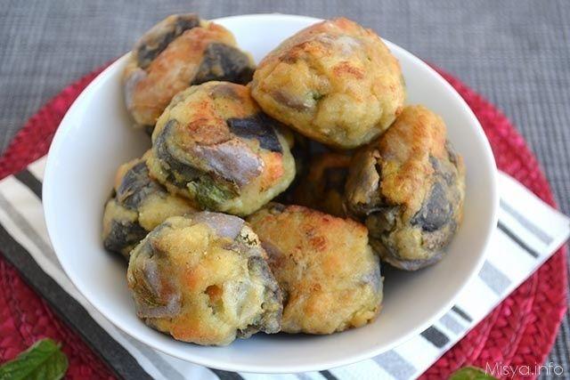 Le polpette di melanzane sono un gustoso antipasto estivo, preparale con il bimby per stupire tutta la famiglia. Procedimento per preparare le polpette di melanzane   Pulire e tagliare