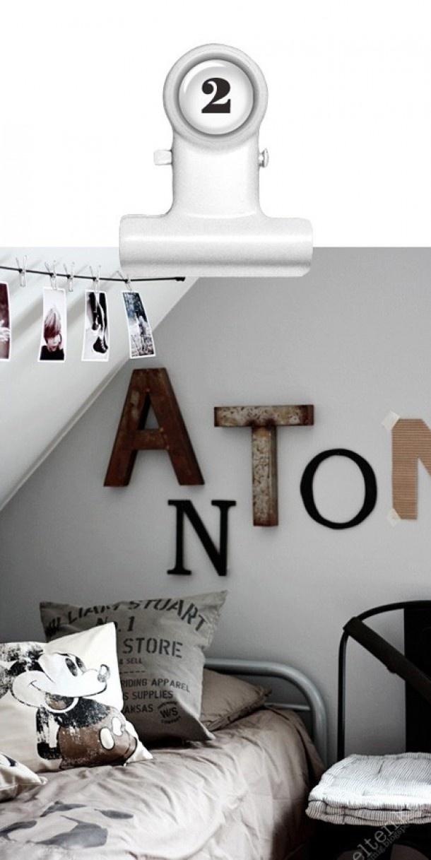Stoere letters aan de muur