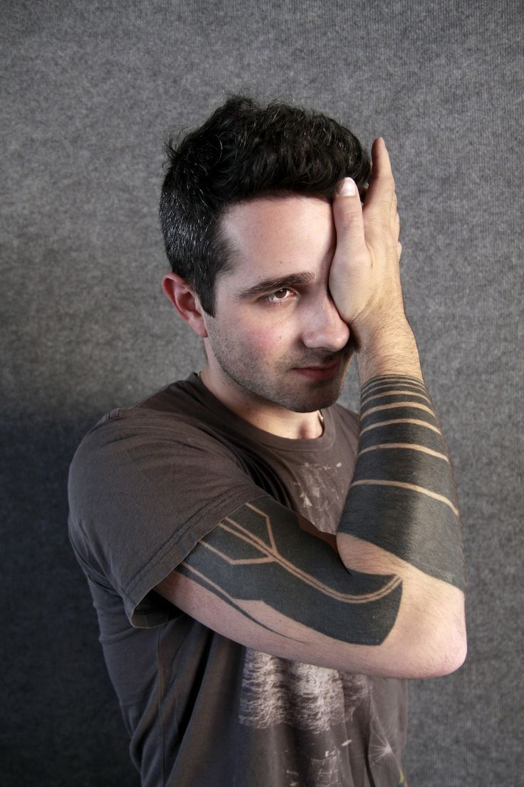 Josh Eustis- Telefon Tel Aviv  Looks based off of Samus' Arm cannon from the Metroid Prime series.